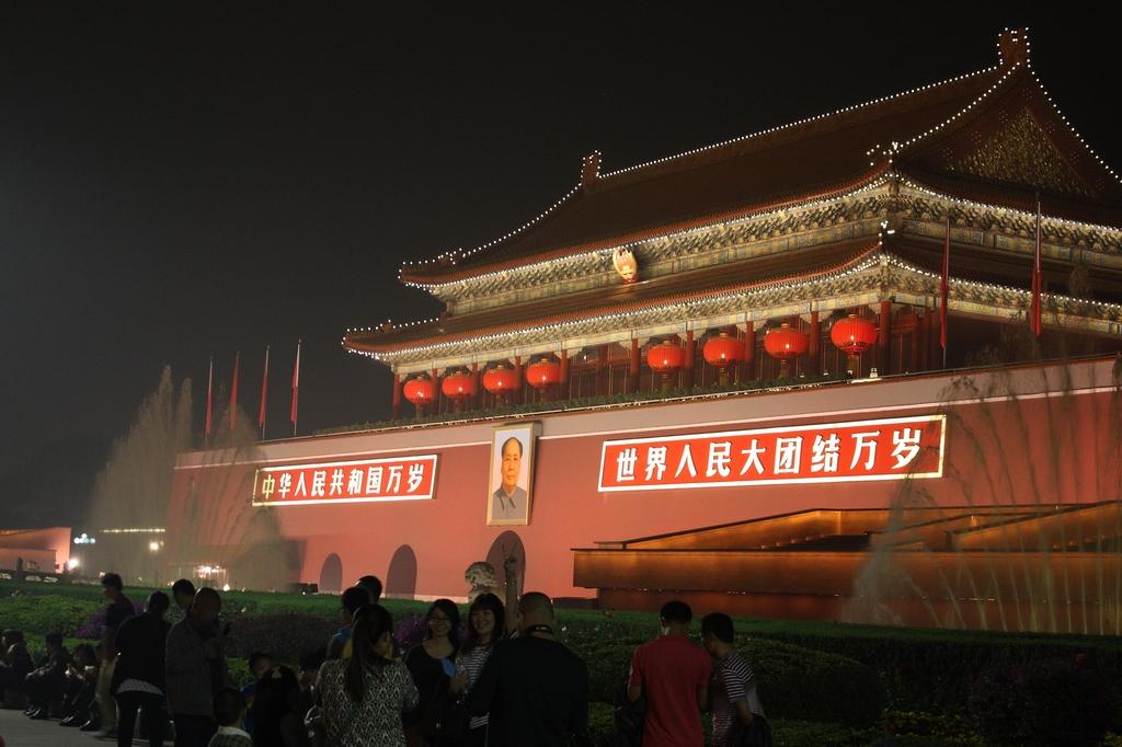 问答 结伴 周末游 口碑榜 特卖汇  天安门坐落在中国北京市中心,故宫