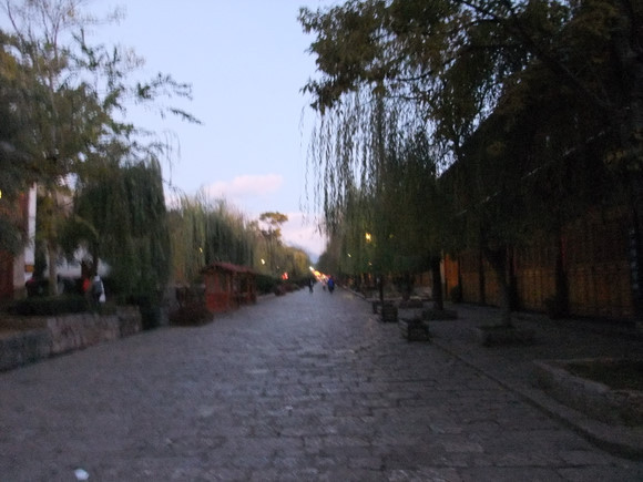 暂而平静的旅程(2010年丽江,我的第一次独自旅照片女生车内图片
