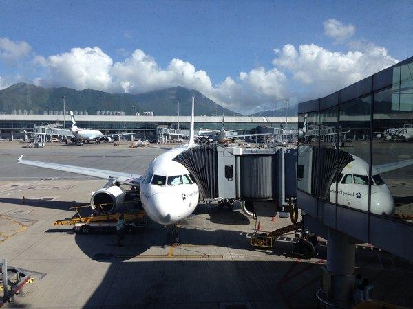 苏梅与北京时间有一个小时的时差,到达苏梅机场是下午6点48,飞机在