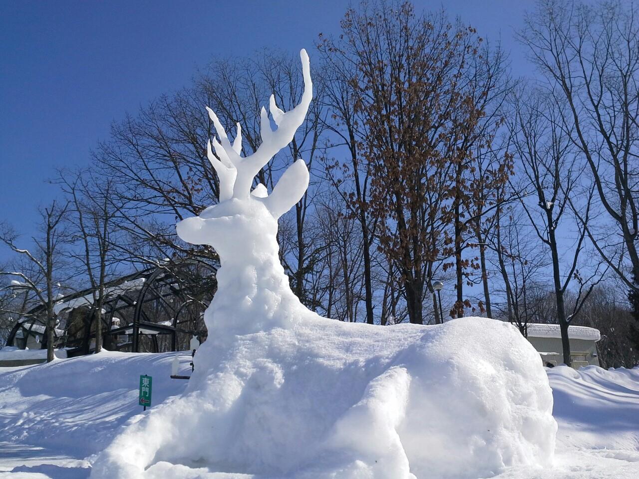 雪雕也是动物