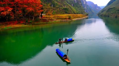 舞阳河风景名胜区位于凯里市附近的镇远,施秉,黄平三县境内,包括舞阳