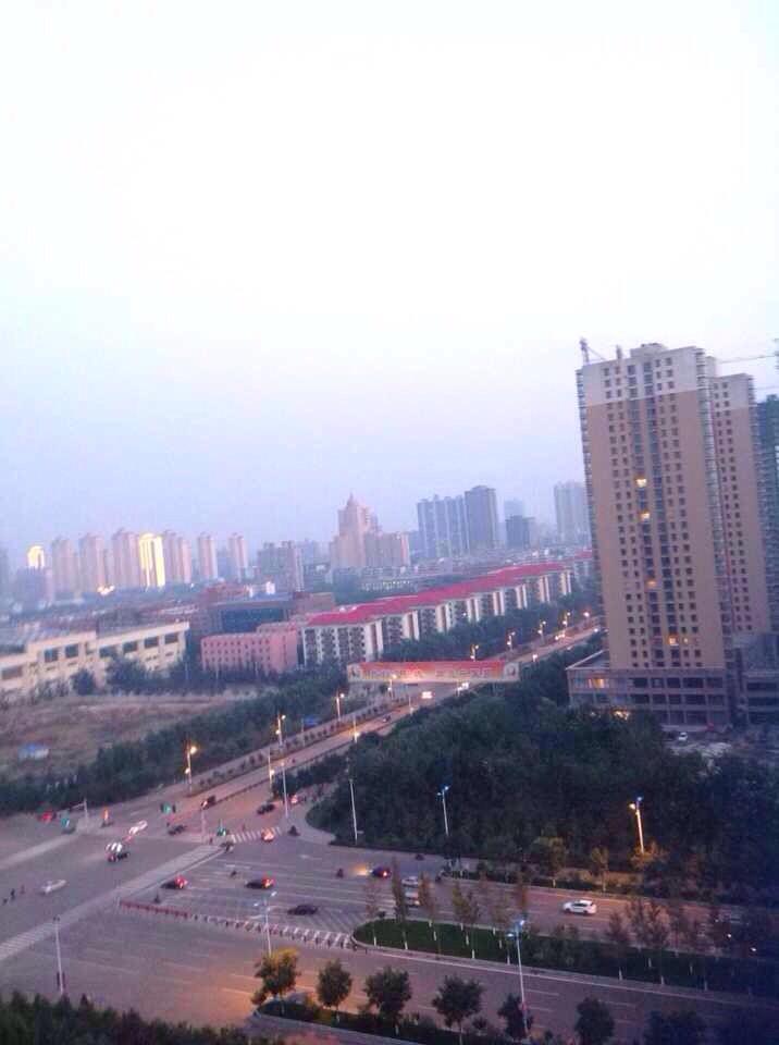从孝义的五星级帝豪酒店拍的,俯瞰这座城市图片