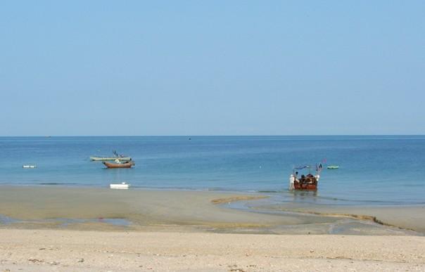与北戴河,青岛,大连等海滨浴场相比,天津海滨浴场的沙滩极为平缓