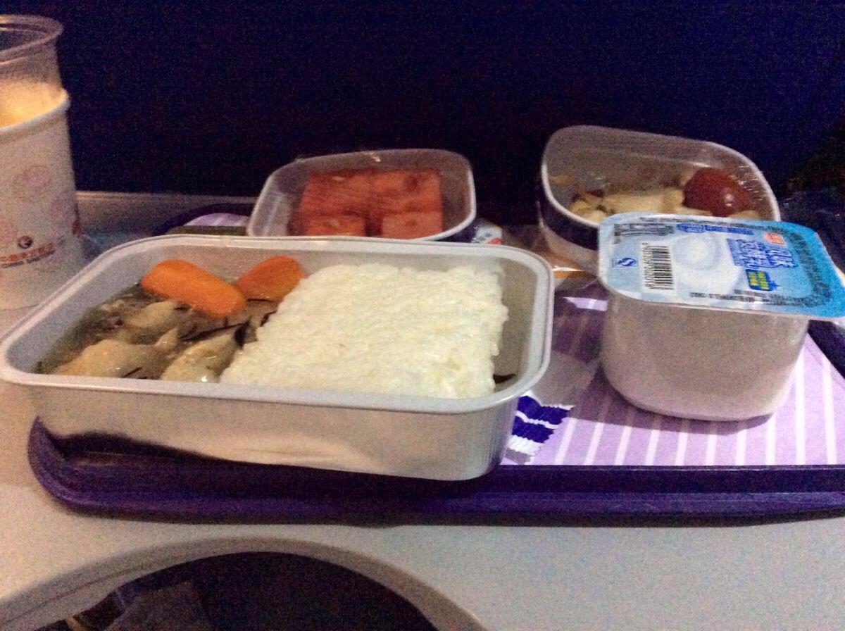 不过这次东航的飞机餐不坑爹,这大概就是国内和国际班机的区别… car