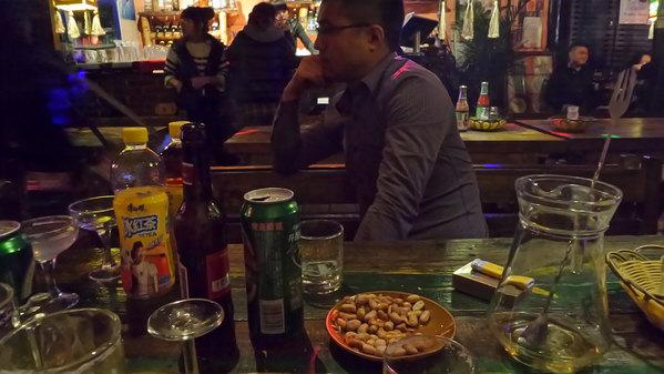 来酒吧喝酒的基本都是男的