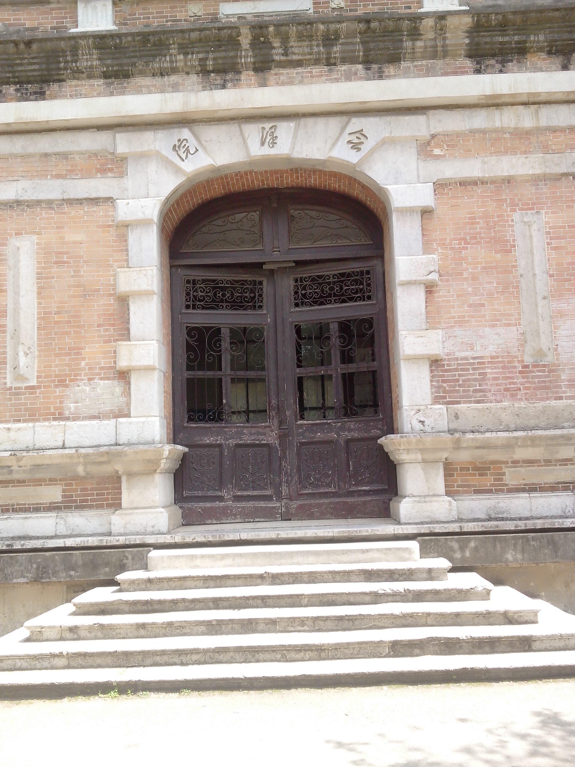 听说云南大学的图书馆还是邵逸夫先生设计的呢