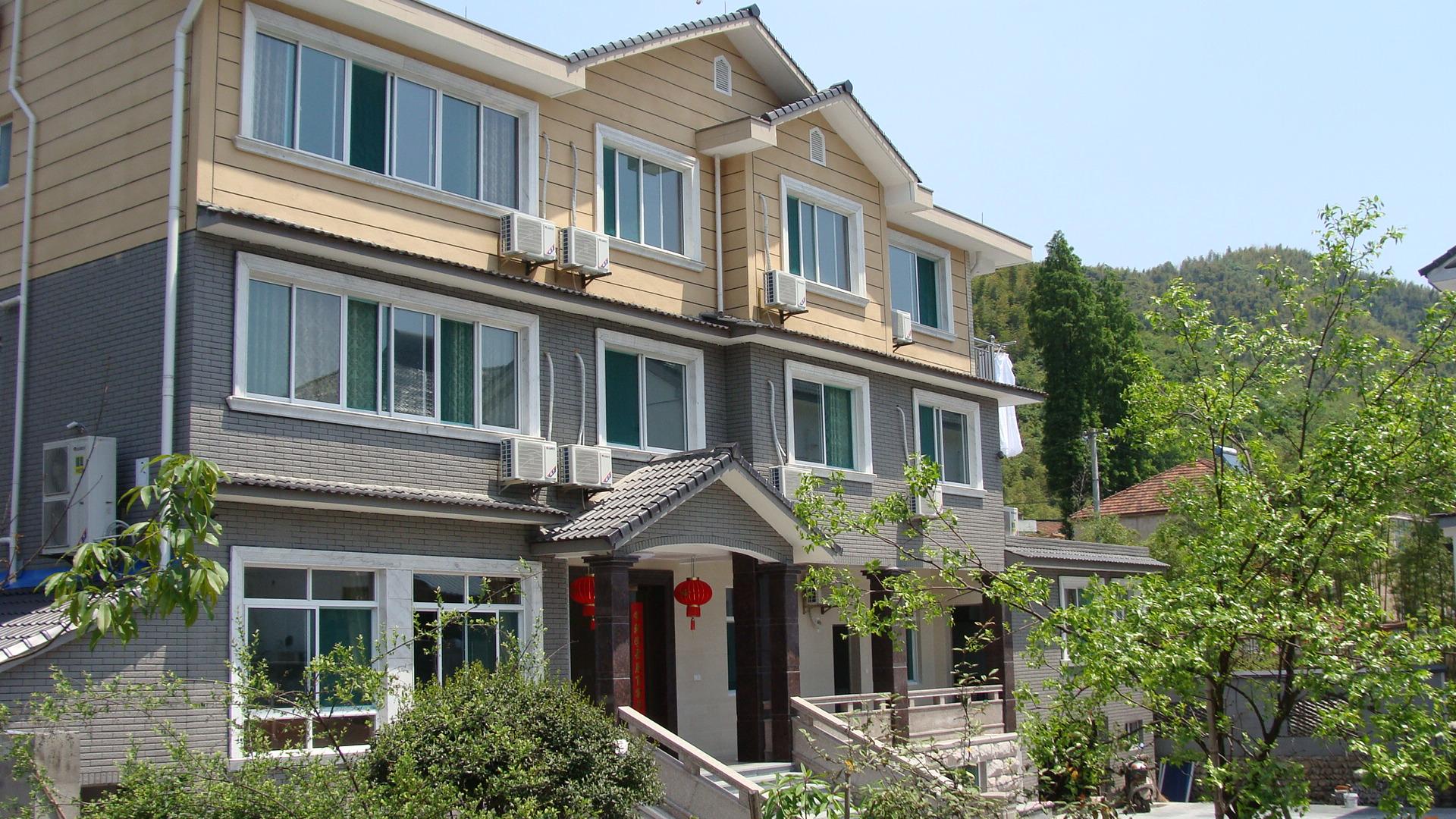 潘家农庄坐落于浙江省安吉县天荒坪镇余村村图片