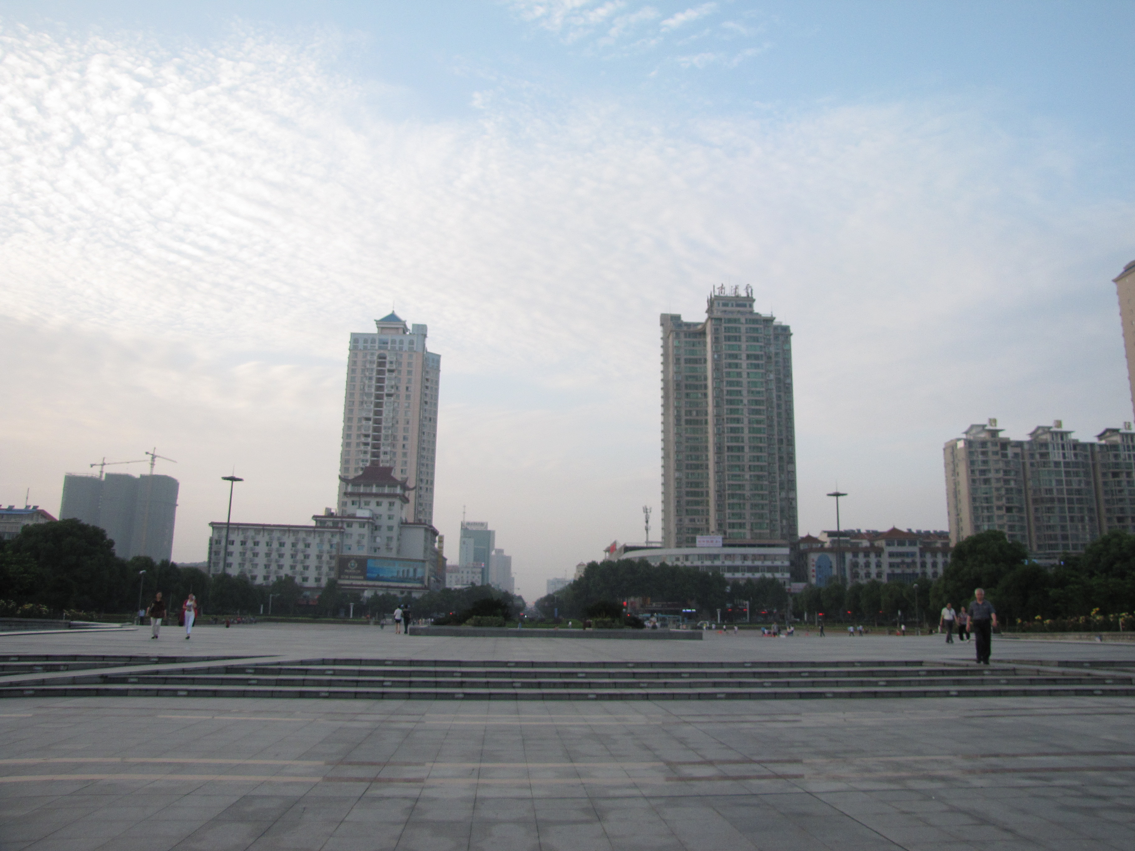 湖南岳阳市是一座三面环水的美丽城市