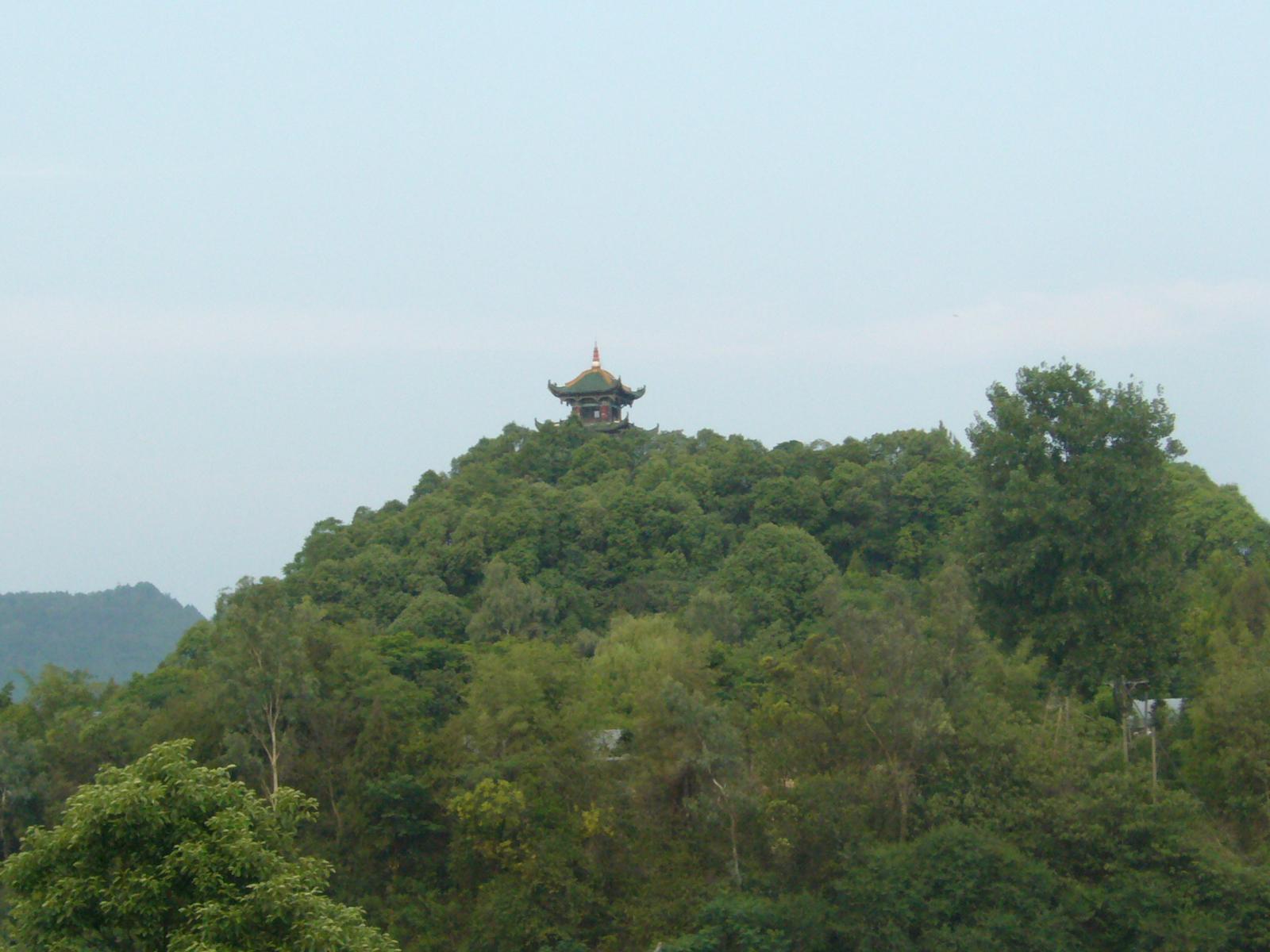 04月16日阆中天气预报:多云 气温: 18℃~28℃
