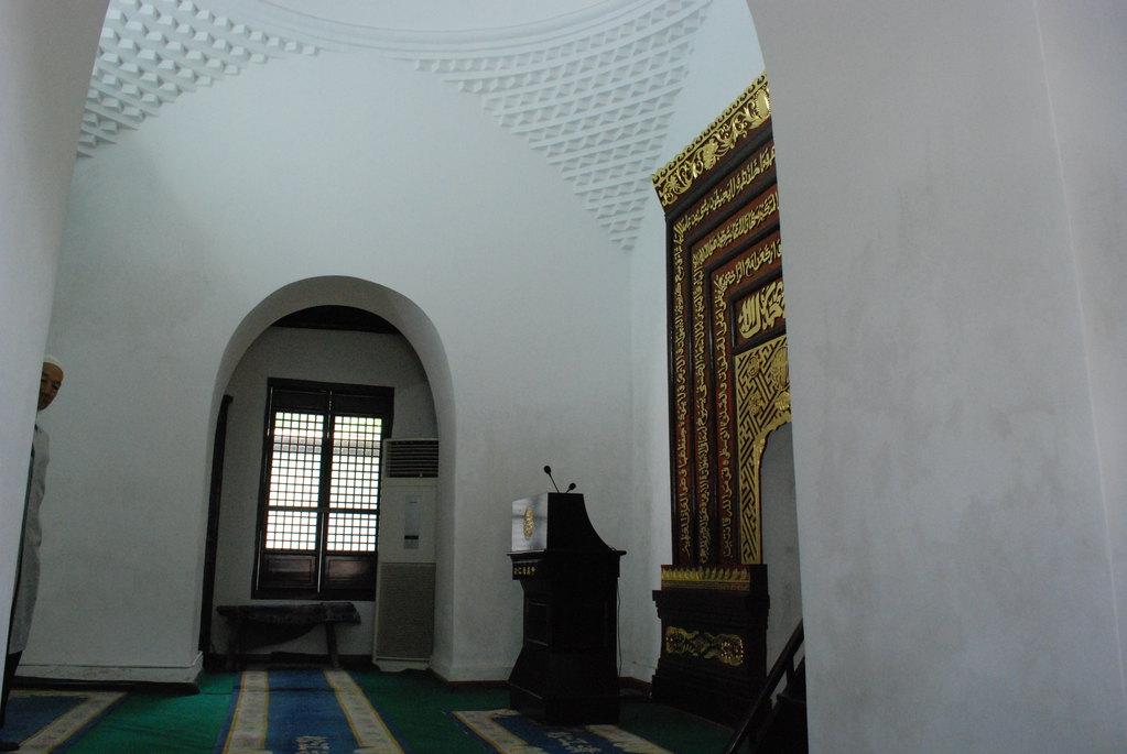 华亭阿神峪河清真寺訇穿衣图片