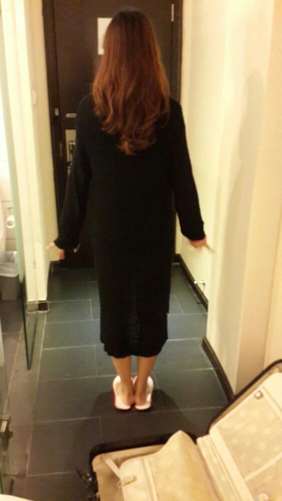 土豪姐姐美腻的背影~btw衣服是胖纸我的~已经是第二天凌晨了,好困