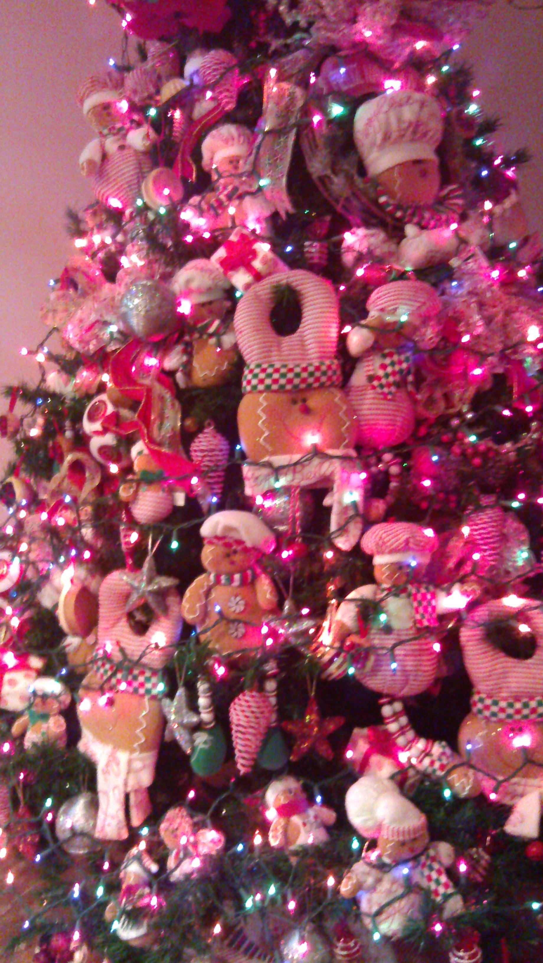 奢侈的圣诞树,都是布艺玩具装饰的.