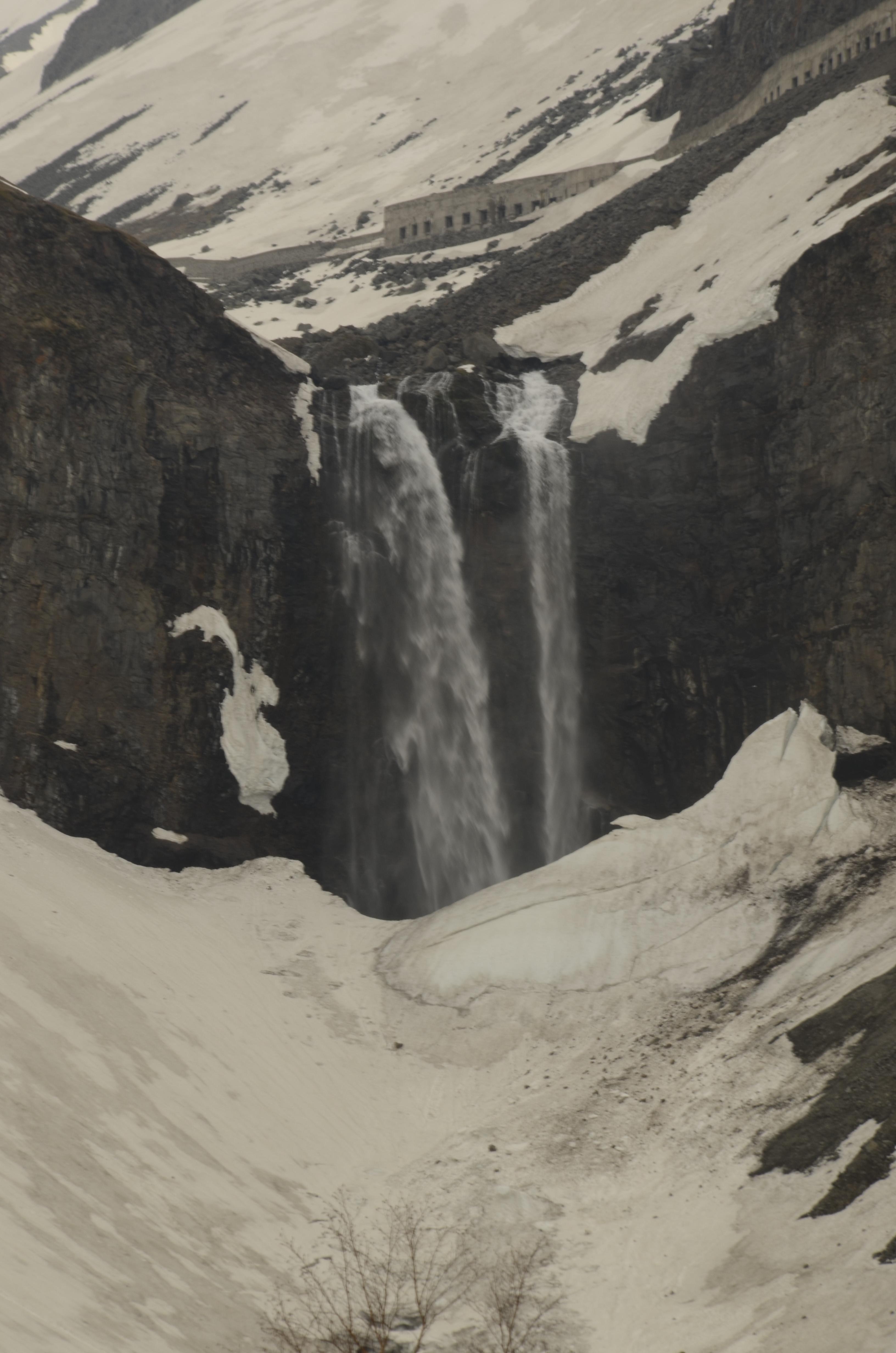 壁纸 风景 旅游 瀑布 山水 桌面 3264_4928 竖版 竖屏 手机