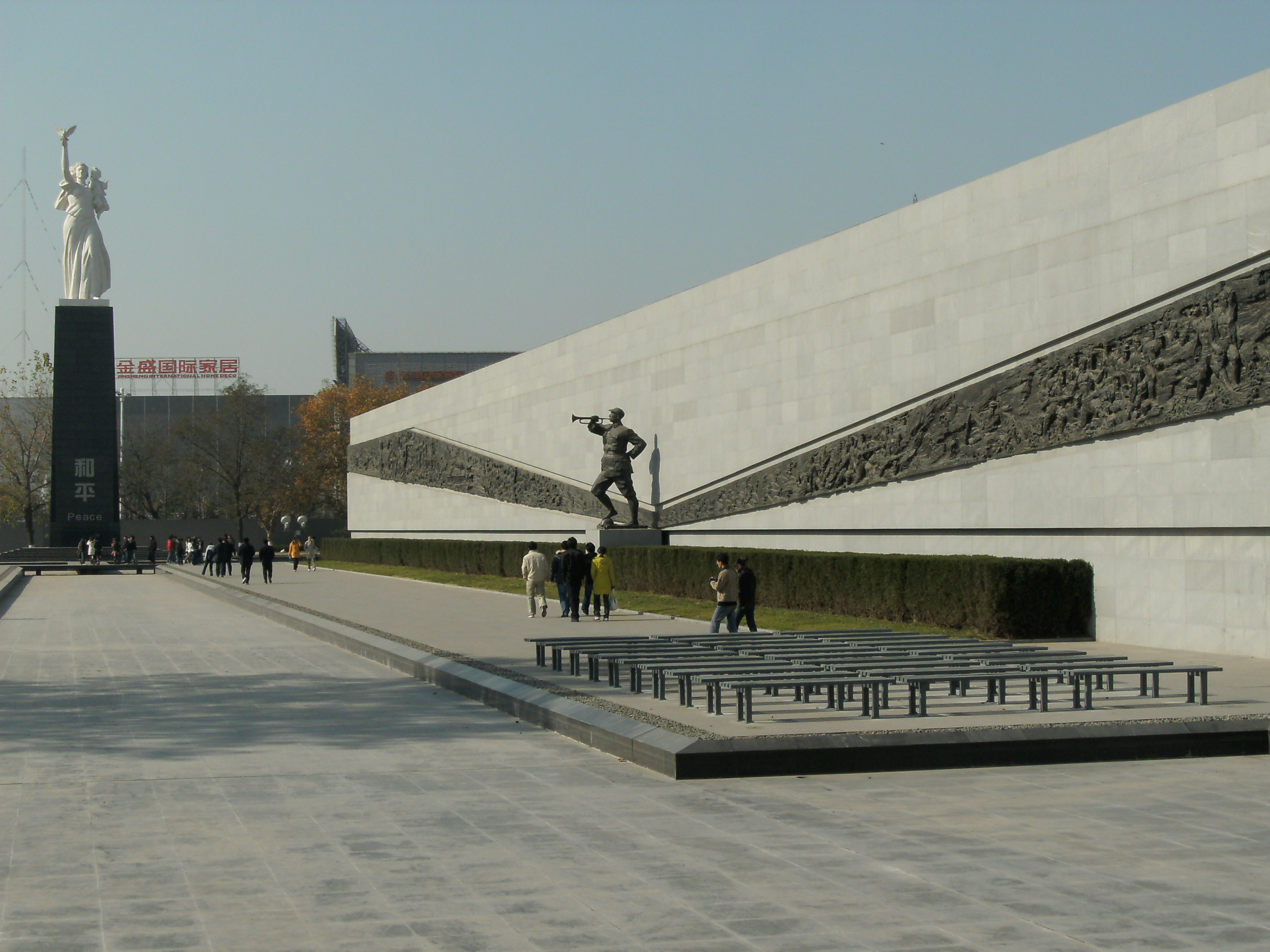 这座纪念馆是中国现代建筑设计大师齐康的杰作,这也是一个让人心情
