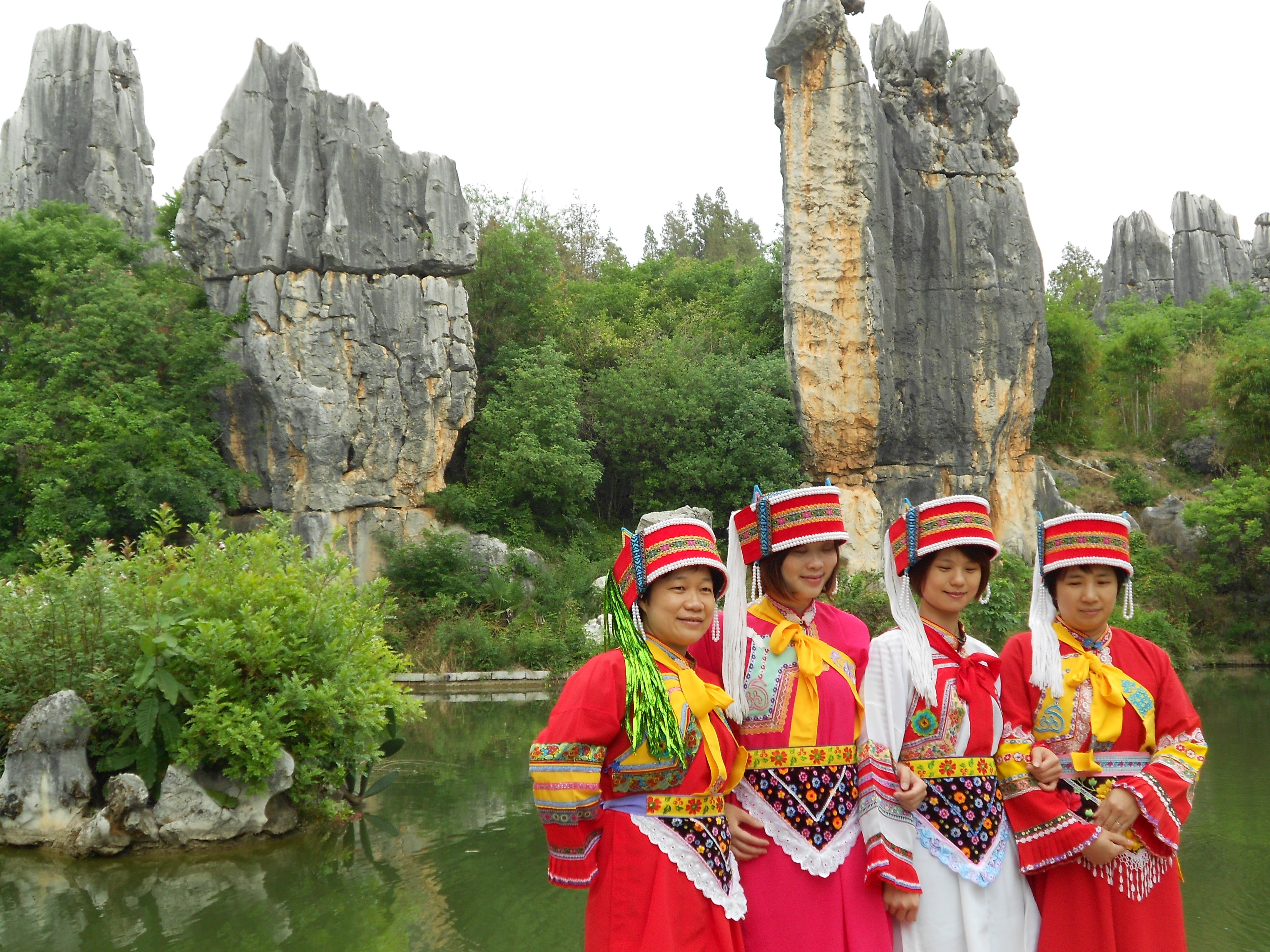 石林彝族服装_【携程攻略】云南石林景点,公司组织的旅游,全程有一个哈尼族 ...