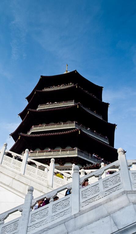 白蛇传场景里面的重要场景一个是断桥,一个就是雷峰塔