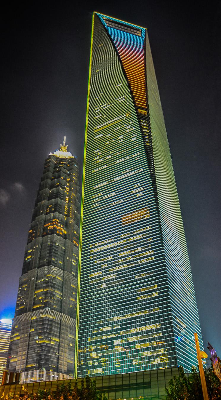 以及观赏上海环球金融中心的建筑设计本身