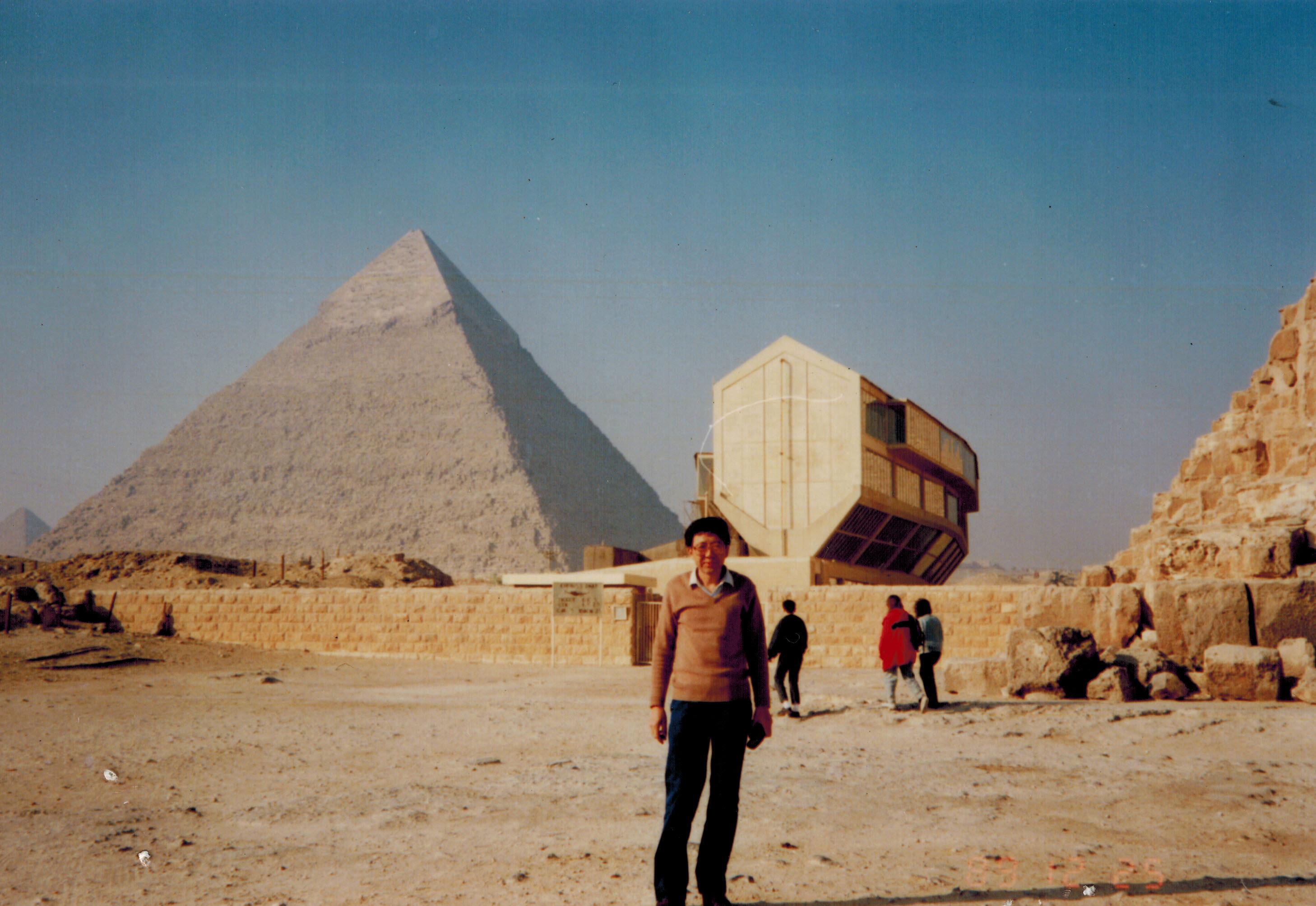 库库尔坎_金字塔的里面也很难行走图片