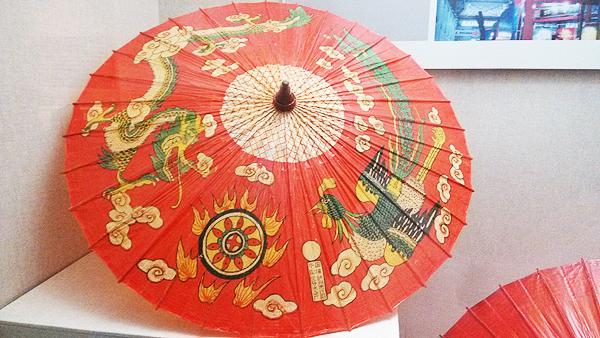 〖八角形油纸伞〗不同于圆形伞面的伞