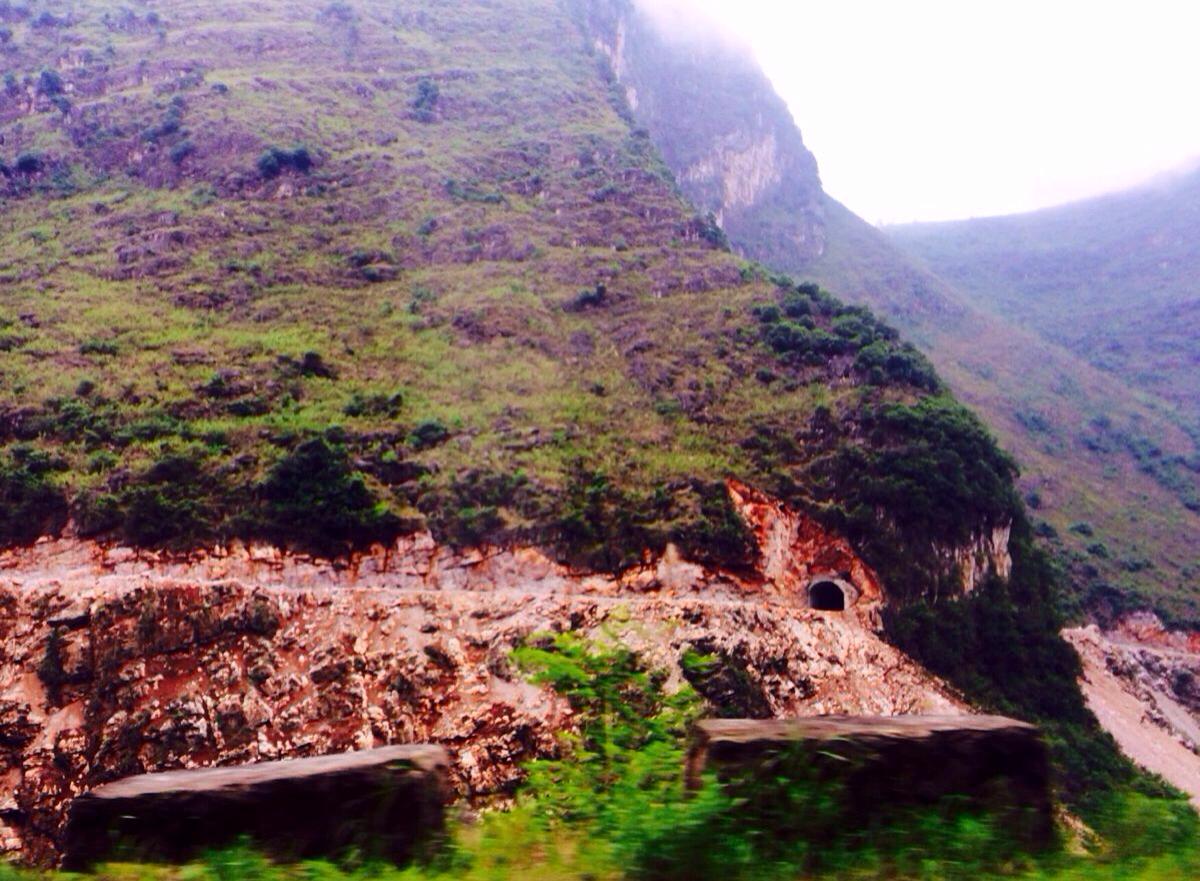 山水隧道背景素材