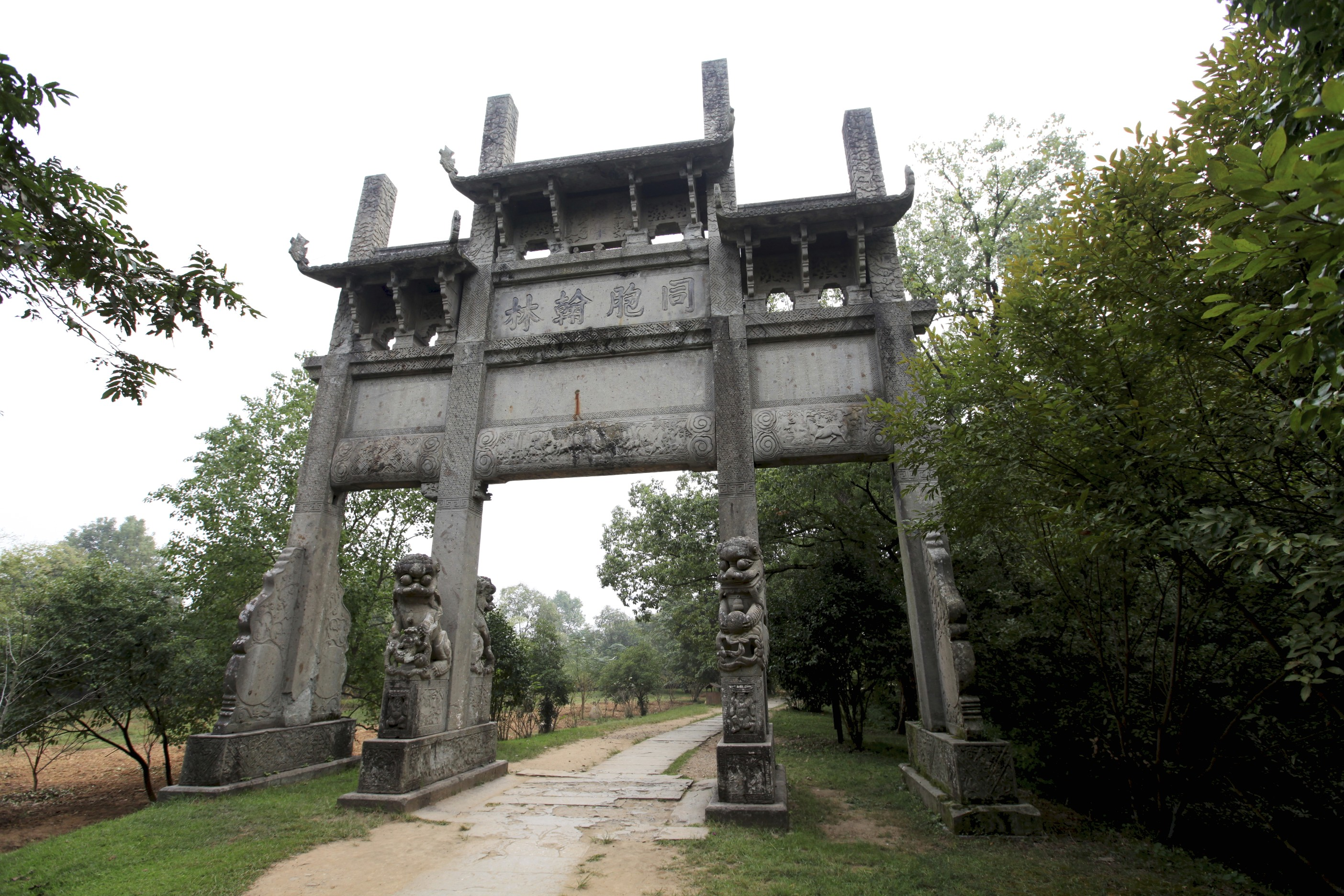 跨公路钢结构牌坊图片