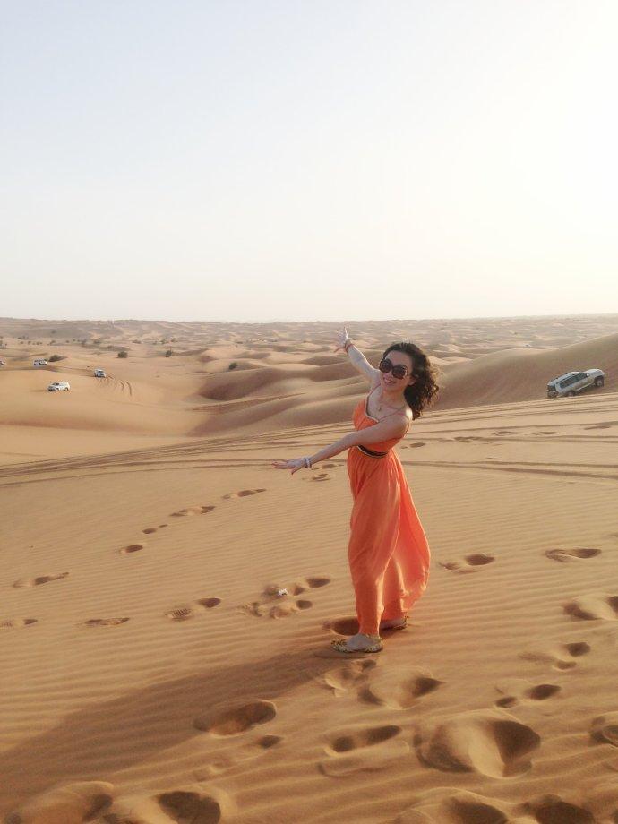 沙漠美女手绘图片