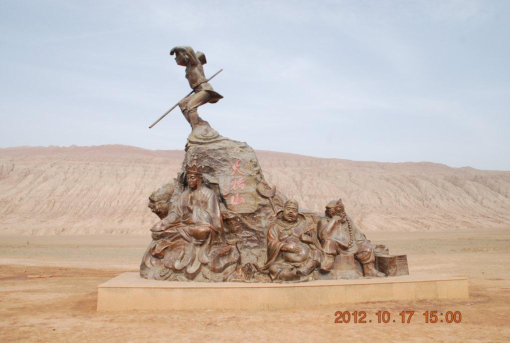 孙人/��i�9��X_【i旅行】扬州大哥新疆行之——哈!火焰山下那些被游人摸亮的塑象