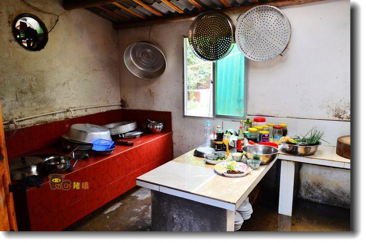 厨房用的还是柴火灶,不过为了里面干净,加柴火都在门外.图片