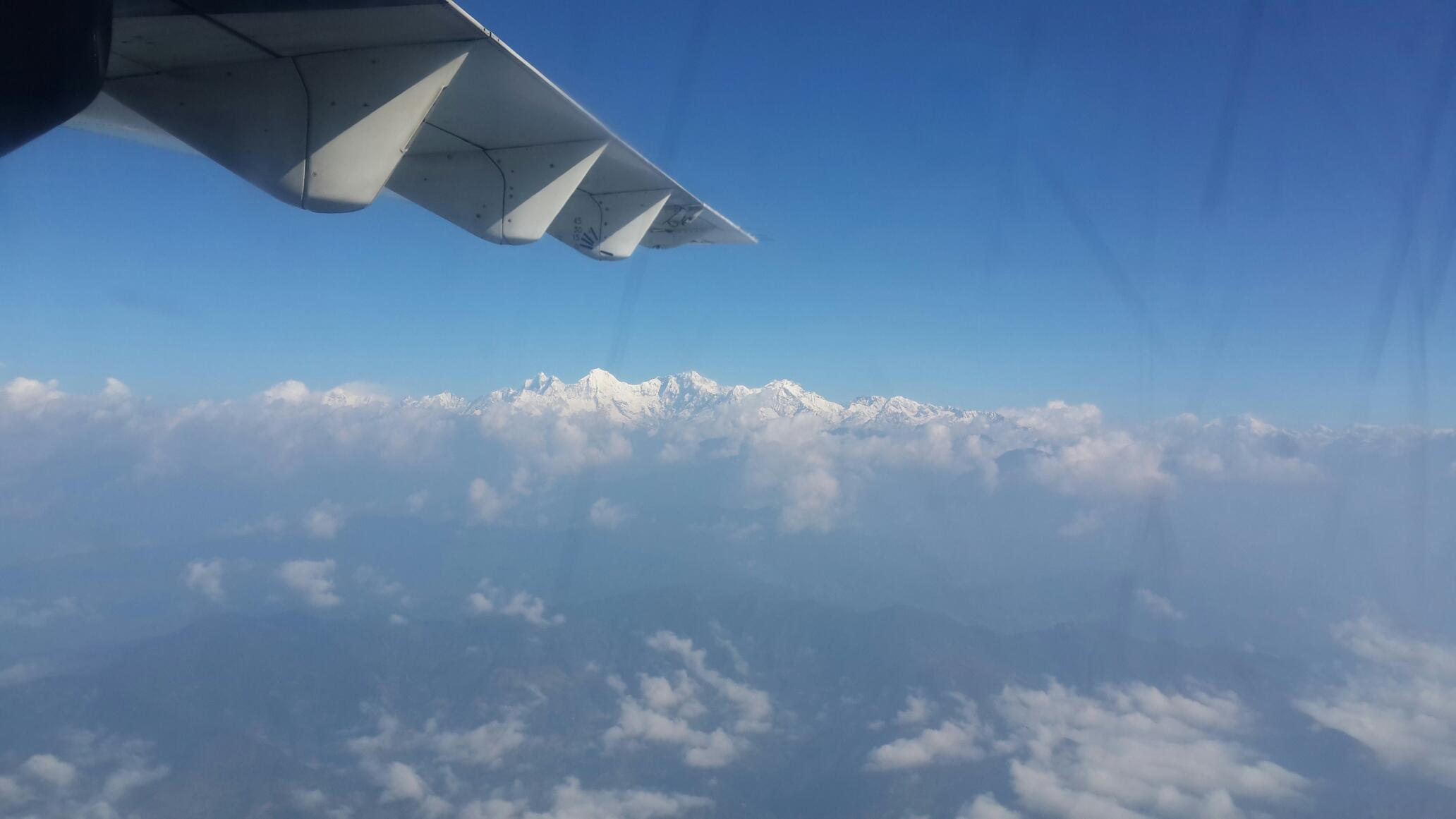 小飞机上一路都能看到雪山
