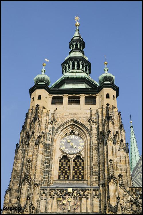 20世纪教堂更换的彩色玻璃窗为阿尔丰斯.慕夏的作品
