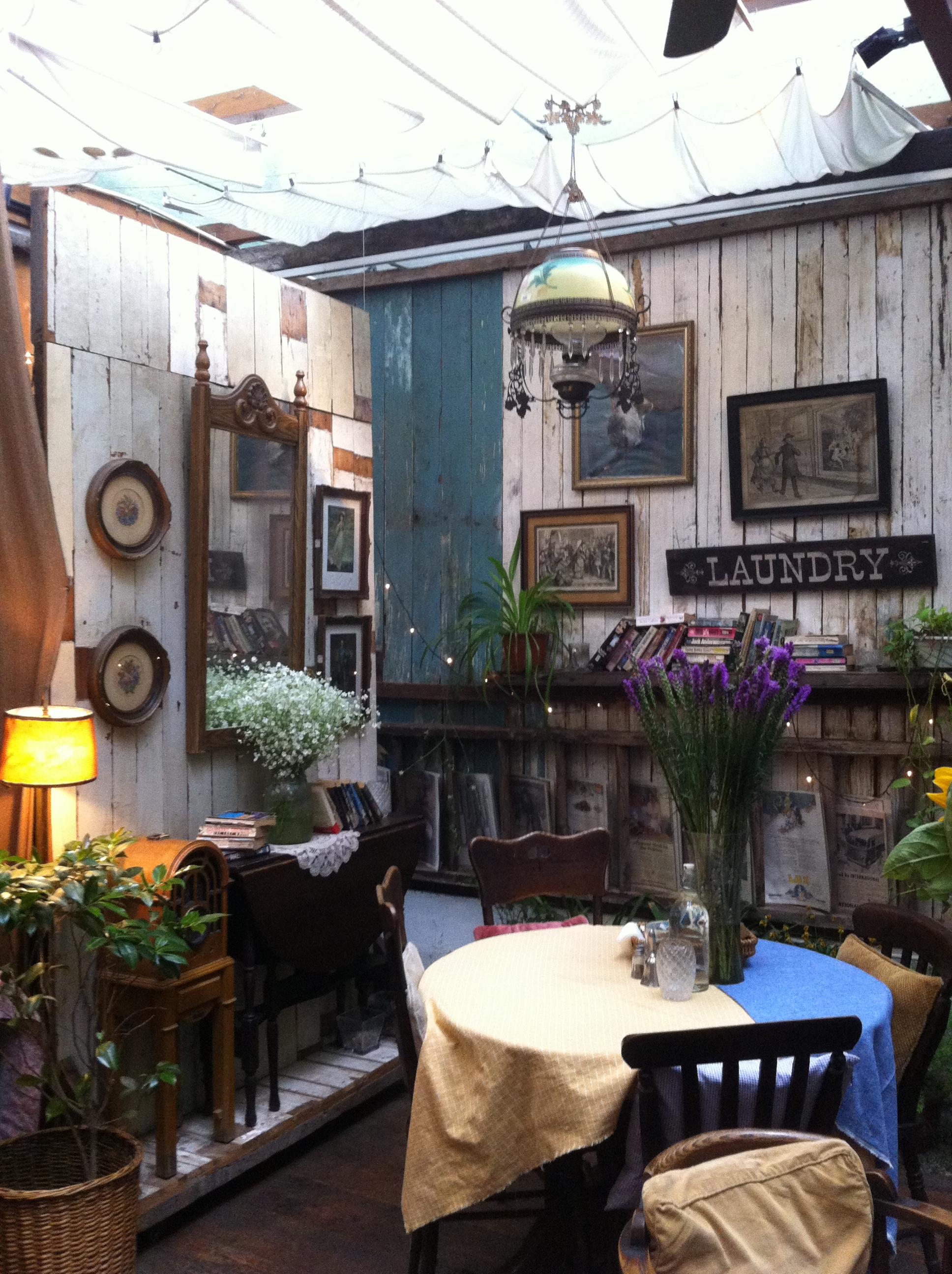 很舒适的花园型复古小资咖啡馆,无论阳光天还是阴雨天气,约上闺蜜在