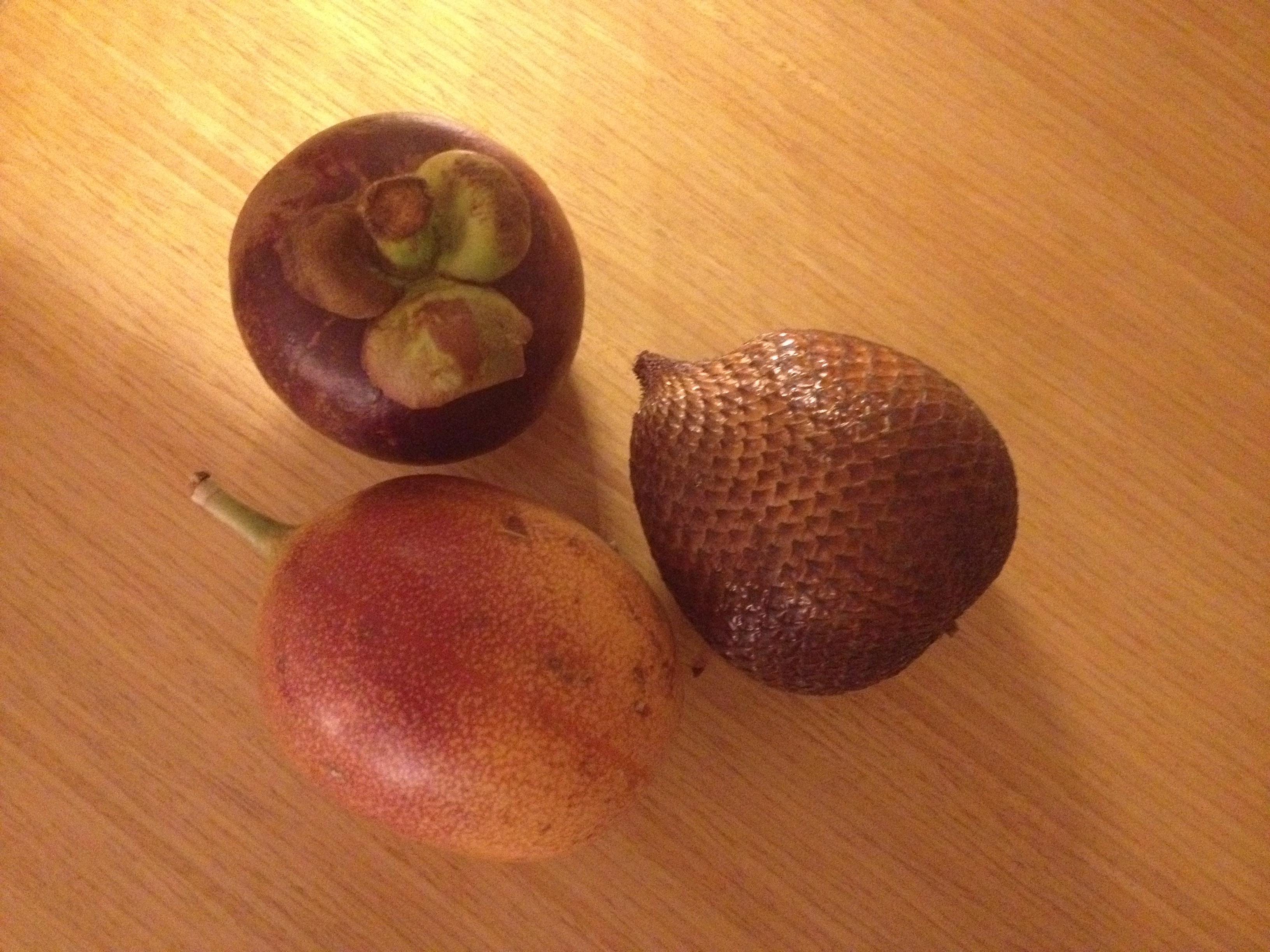 巴厘岛小商店 巴厘岛的特产水果是山竹,蛇皮果,百花果,还有水果之王