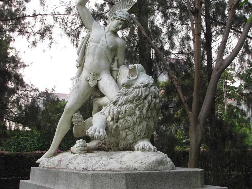 abac校园里的喷泉与雕塑