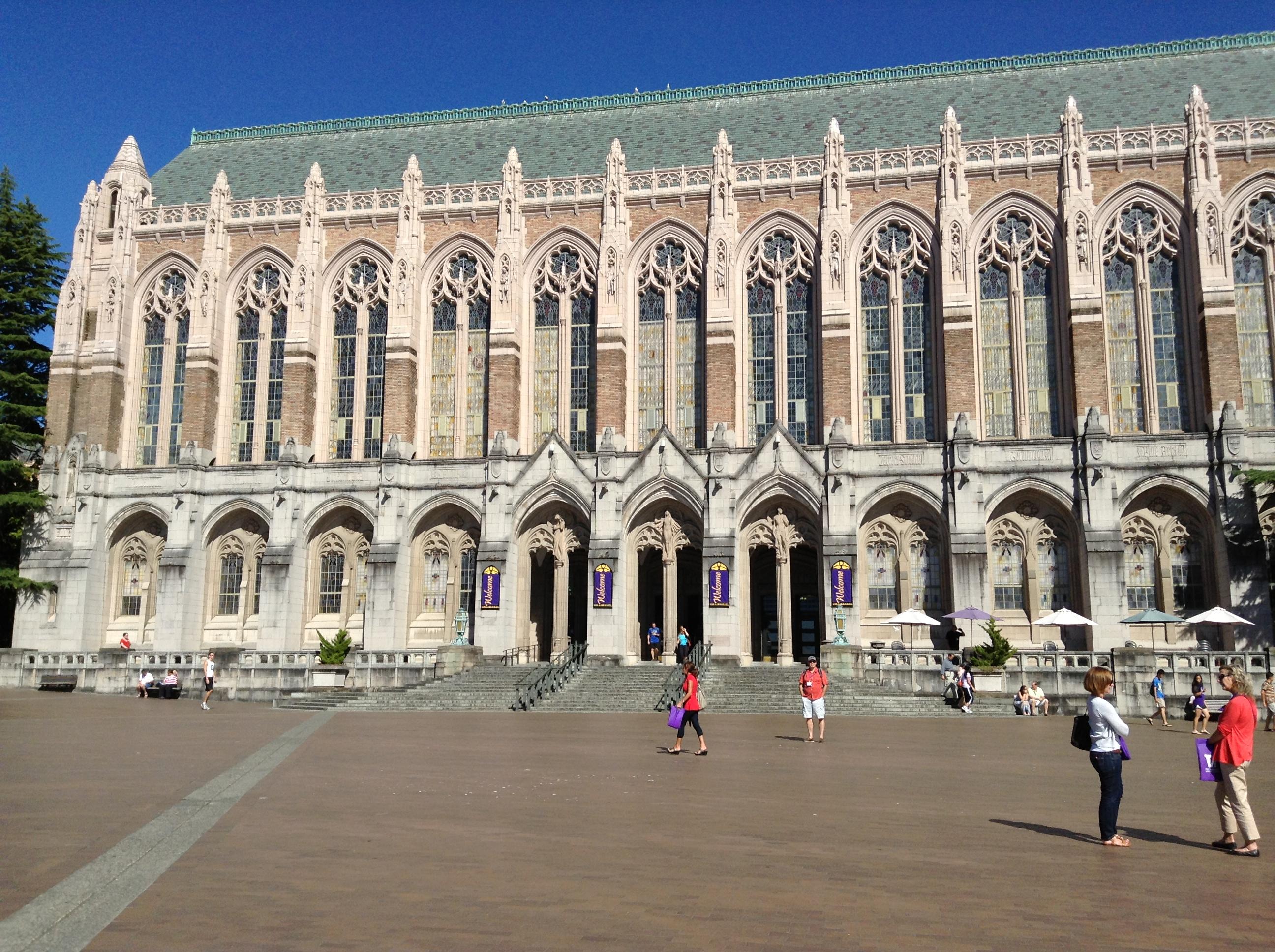 然后校园建筑物都很欧式