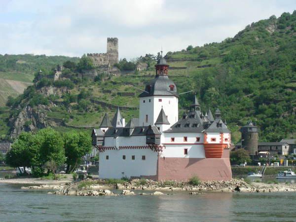 538公里处是sooneck城堡 reichenstein城堡在534公里处 rheinstein