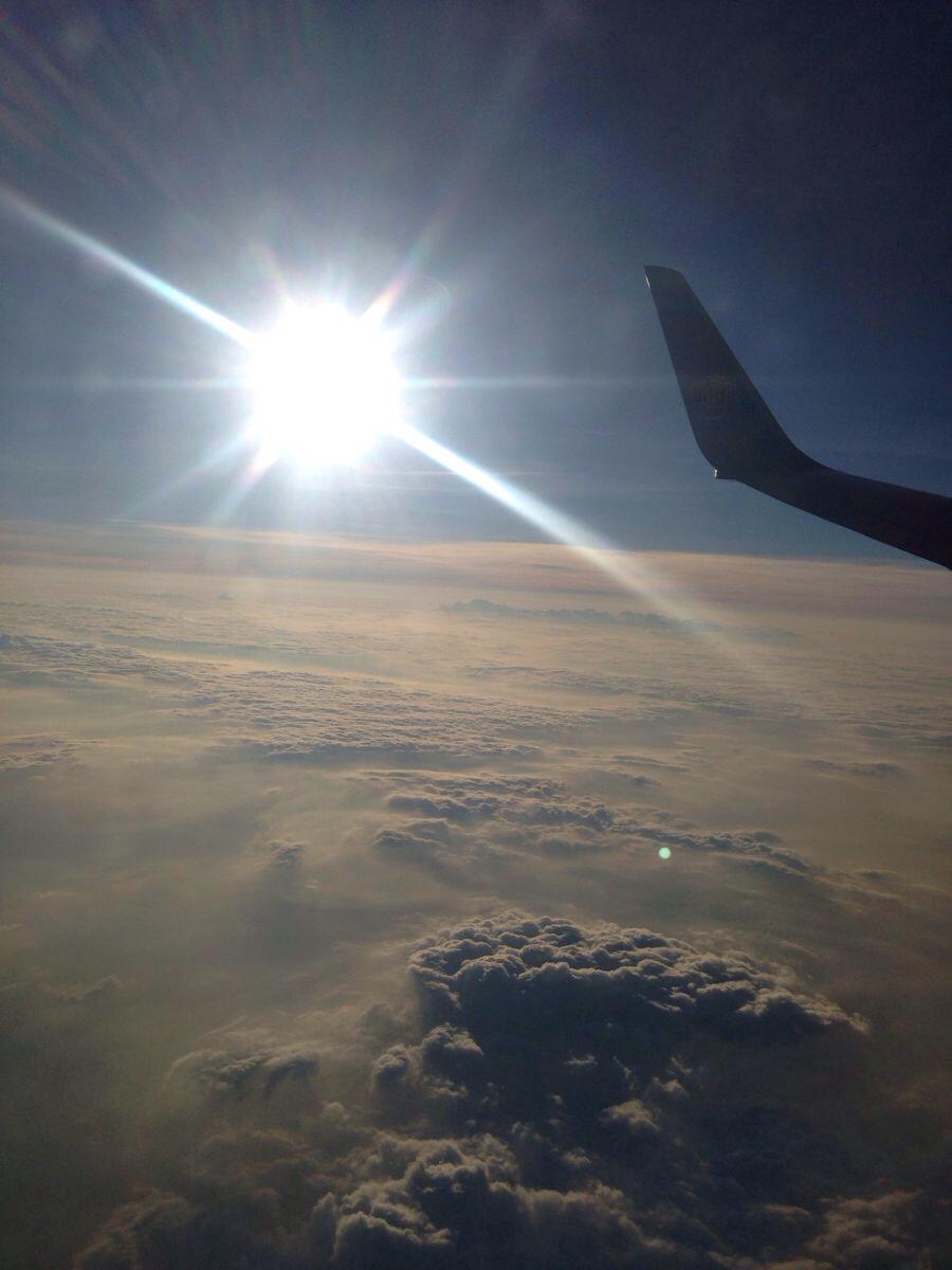 飞机上的云层