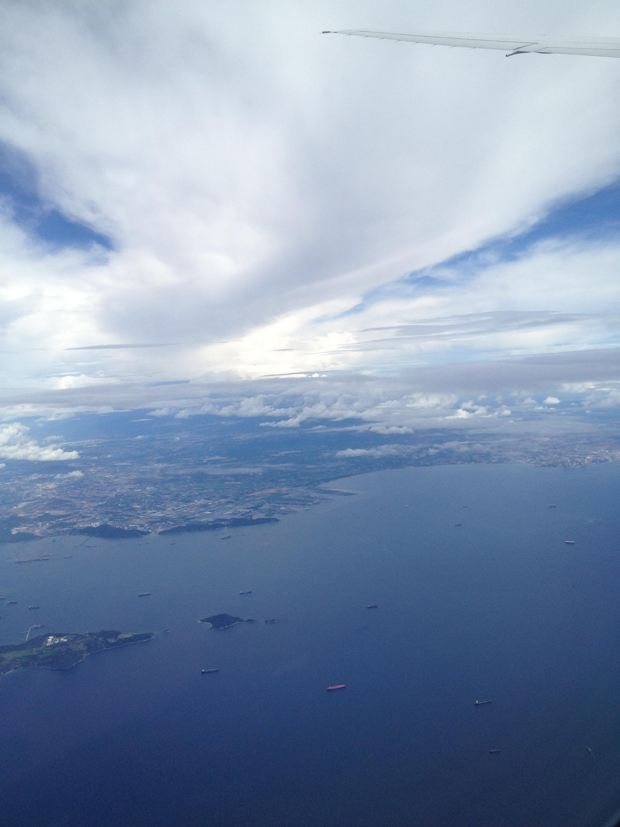 接近普吉岛机场时在飞机