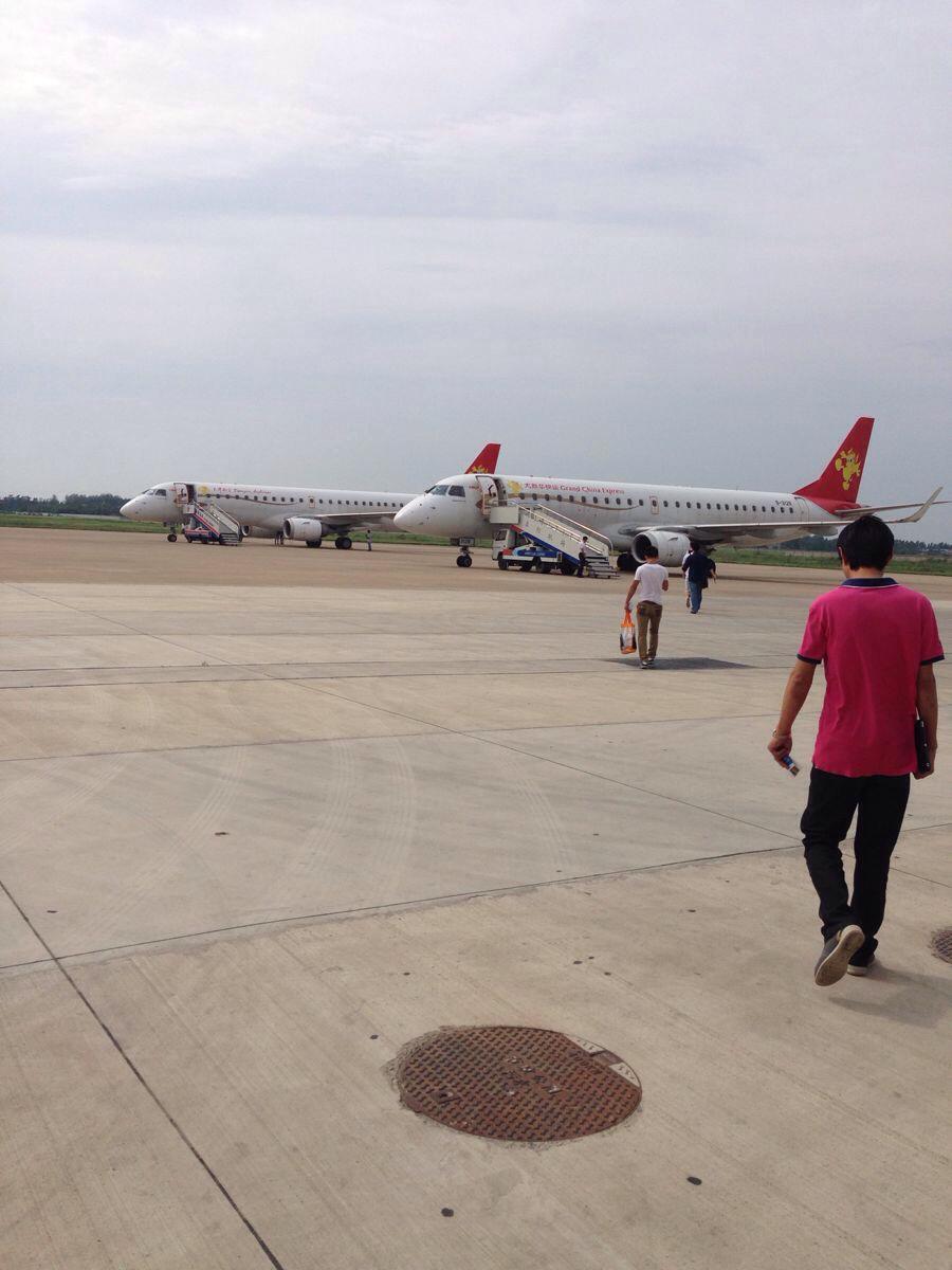 两架天津航空的飞机