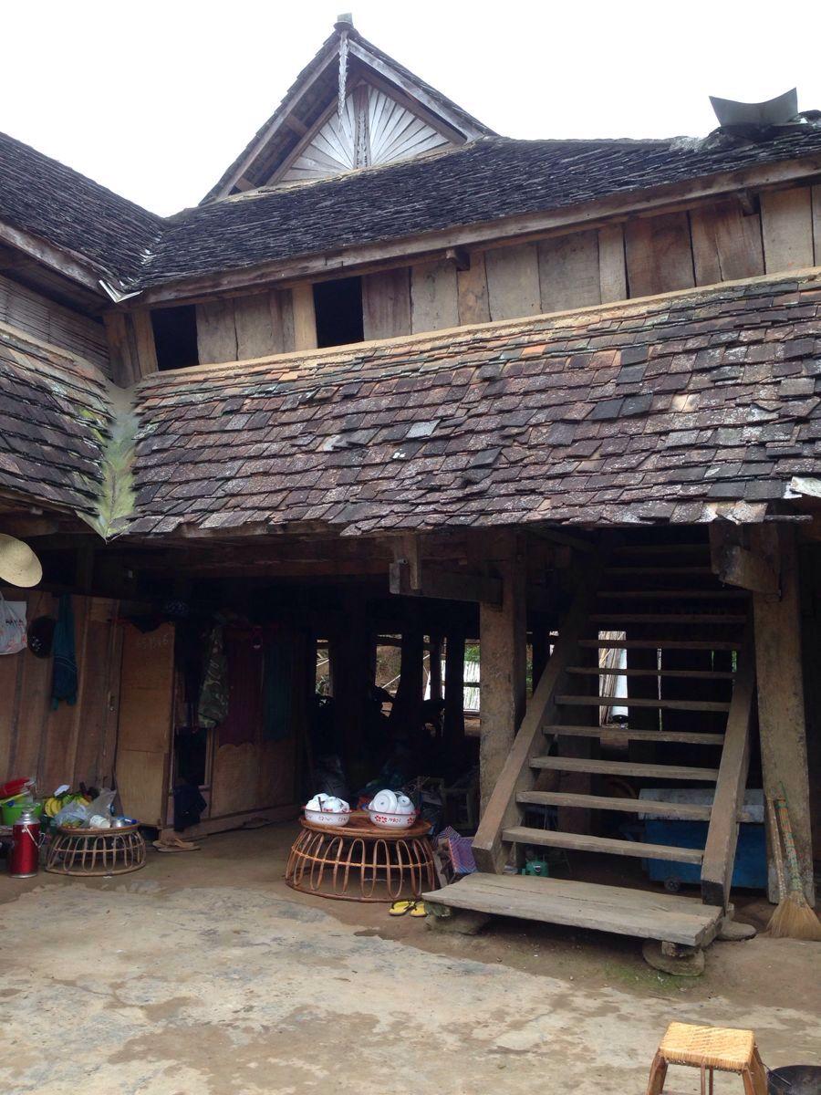 老式傣族房子,很科学:石头上很宽的立方型柱子建吊脚楼,防地震!防蛇!