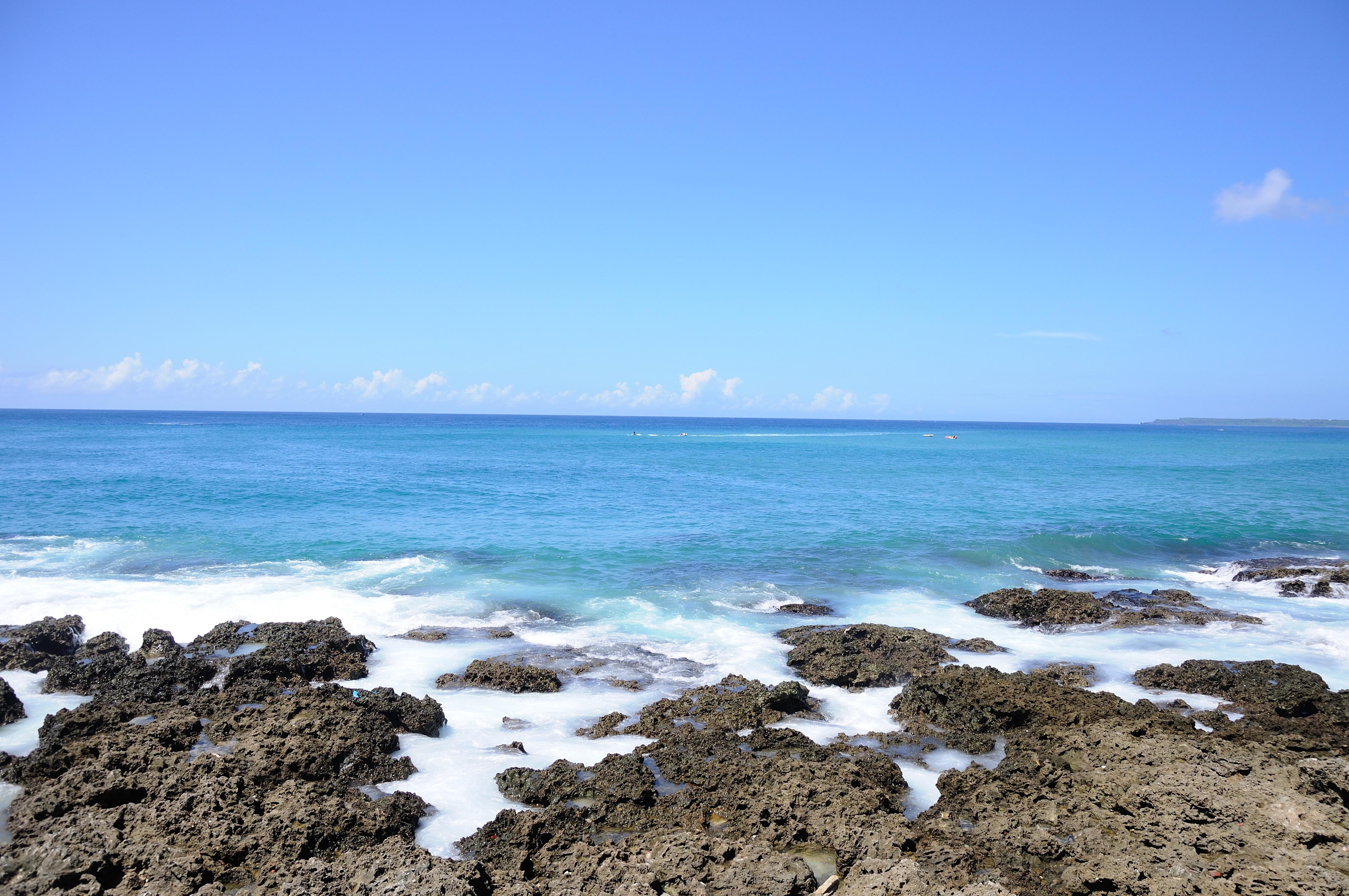 蓝色的海水