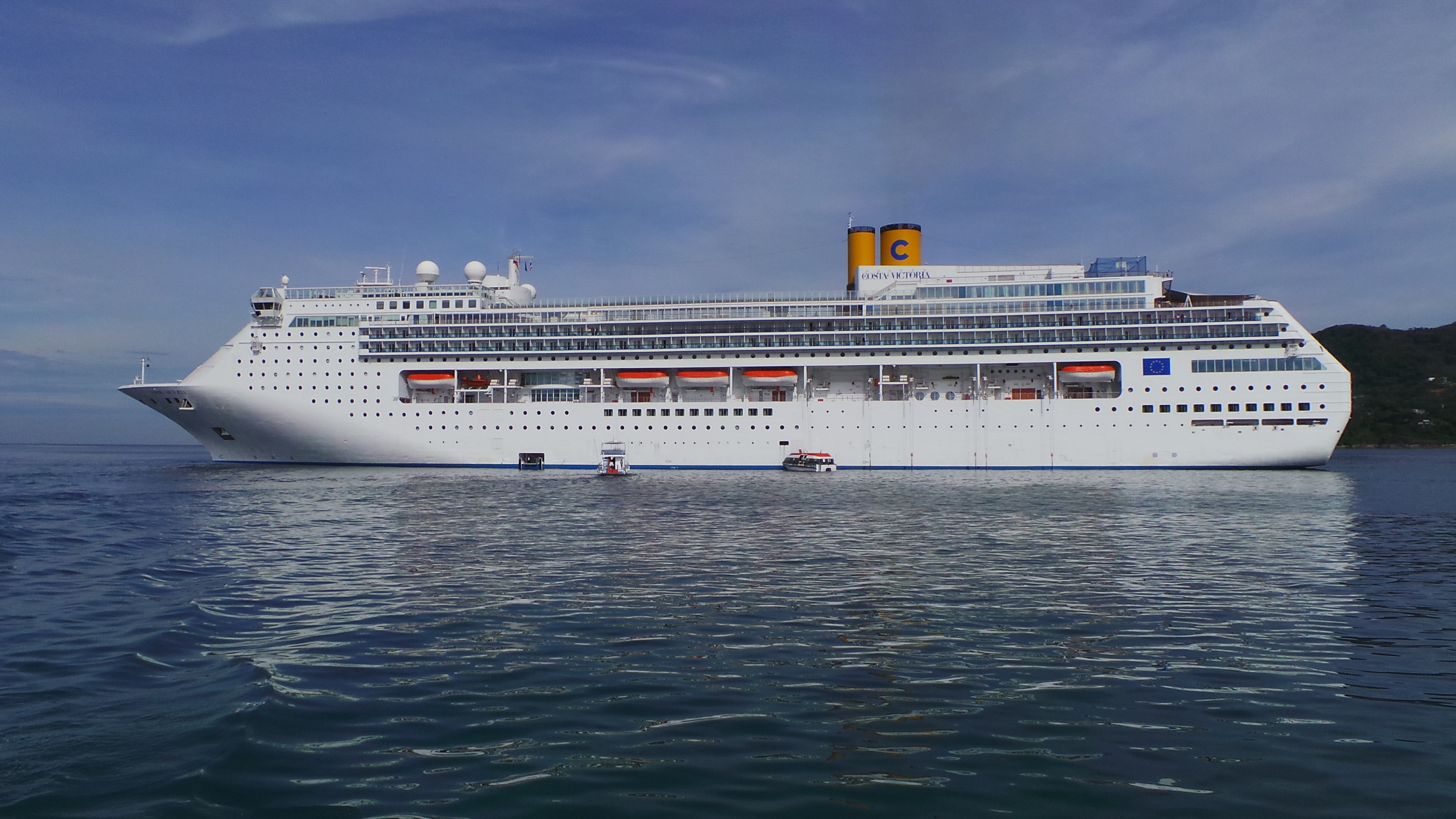 维多利亚游轮_跟随歌诗达-维多利亚号邮轮在蔚蓝的大海上游
