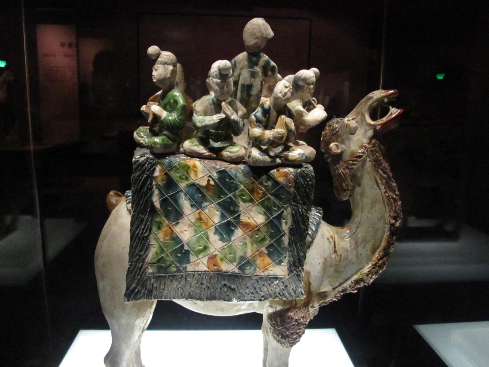 陕西历史博物馆建成后,集中珍藏陕西地区出土的珍贵文物,比较典型的