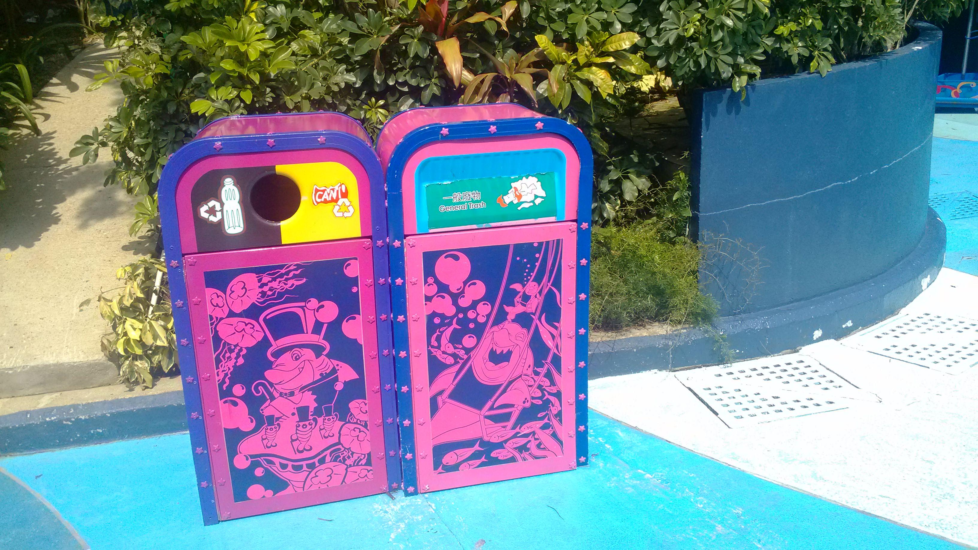 订单号:804900065 产品名称:香港+澳门5日自由行·先住香港后住澳门港进澳出 产品链接:http://vacations.ctrip.com/freetravel/p22510s2.html?para=pkg--22510---startcity--2 此行共四人,我,父母以及3岁不到的女儿。总体来说还是很顺利的,这要谢谢携程的旅游产品设计。 第一天是个大雨天,订的中午11店55分的飞机,10点到的机场,经过托运、安检、边检,差不多已经11点了。11点10分就要登机了,抽了10分钟帮同事
