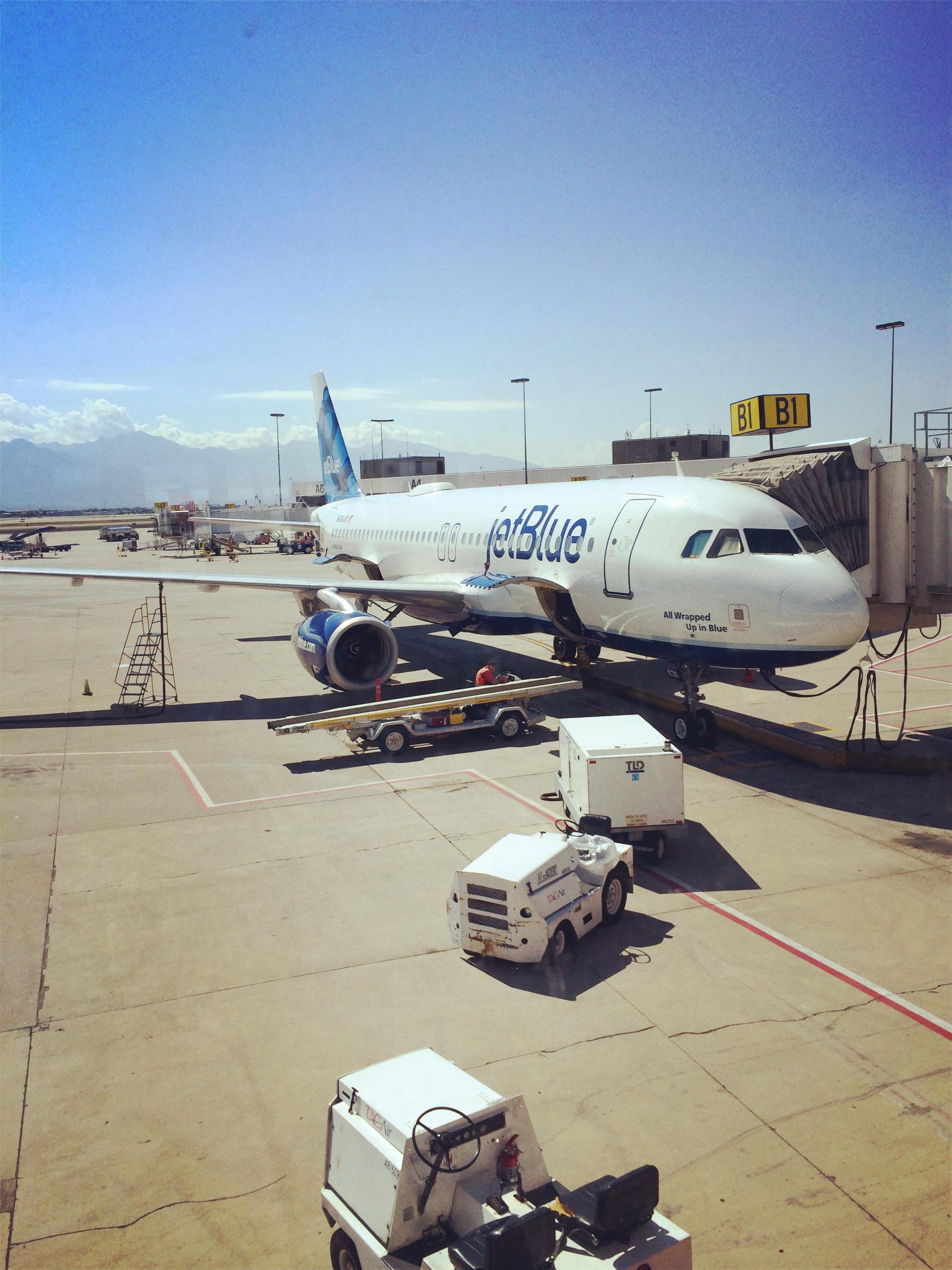 抵达洛杉矶长滩机场,一下飞机