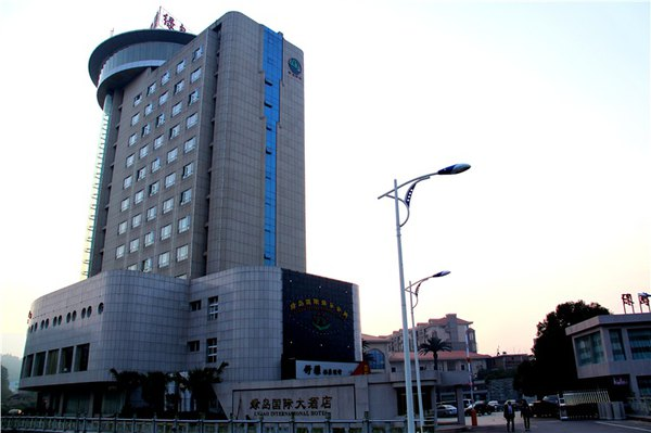 到资溪入住绿岛大酒店,该酒店是资溪唯一的四星级大酒店.