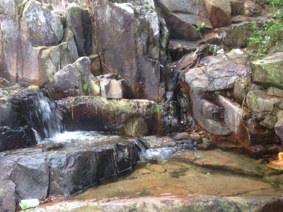 这些山泉水可真是够冷
