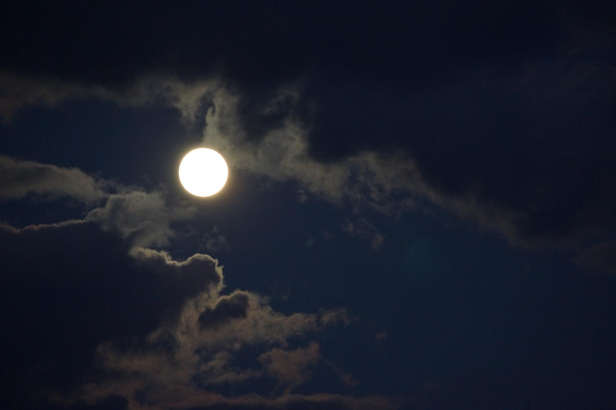 驾自由行(超美月亮图片)