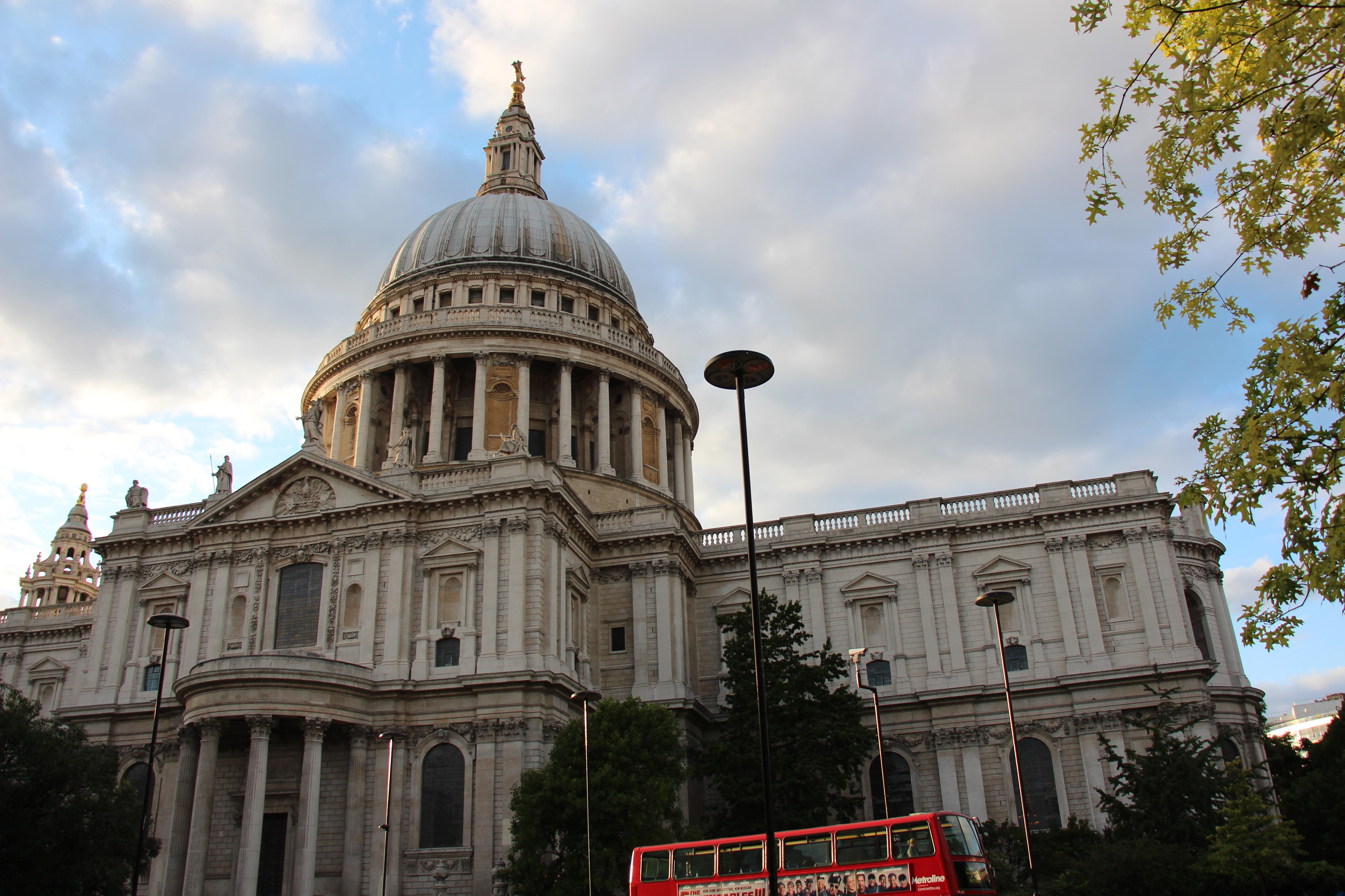 巴洛克风格建筑的代表,是世界第二大圆顶教堂.