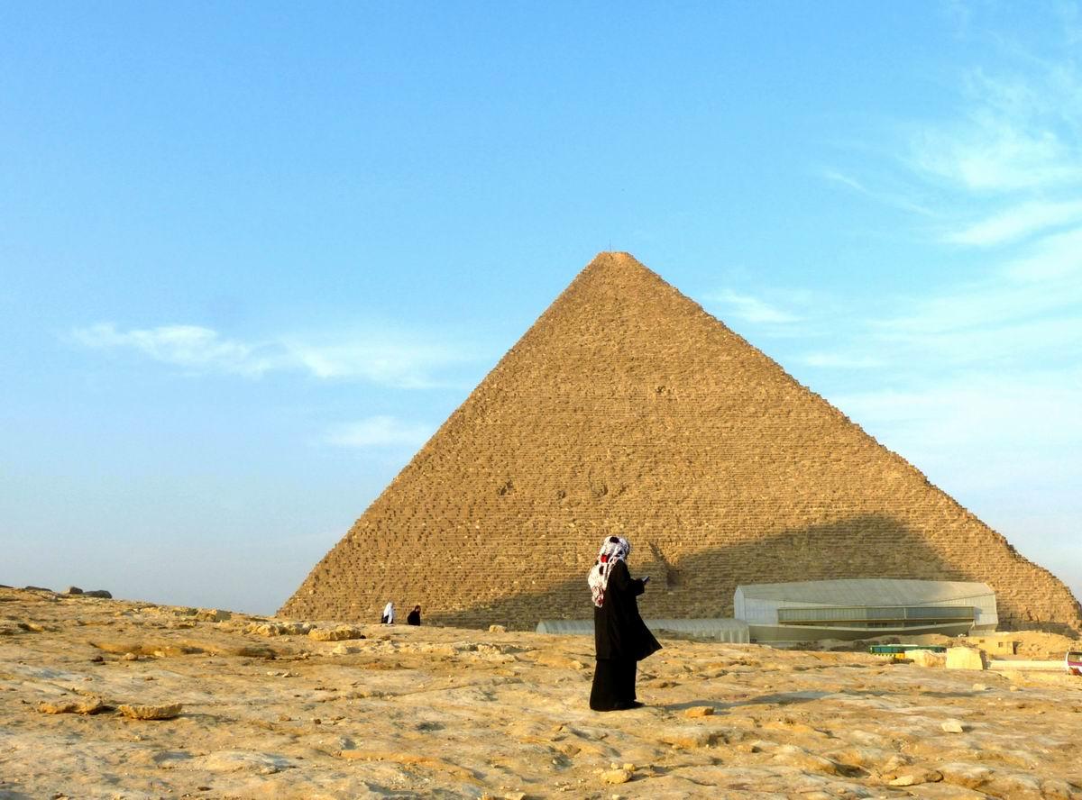 摄于埃及金字塔
