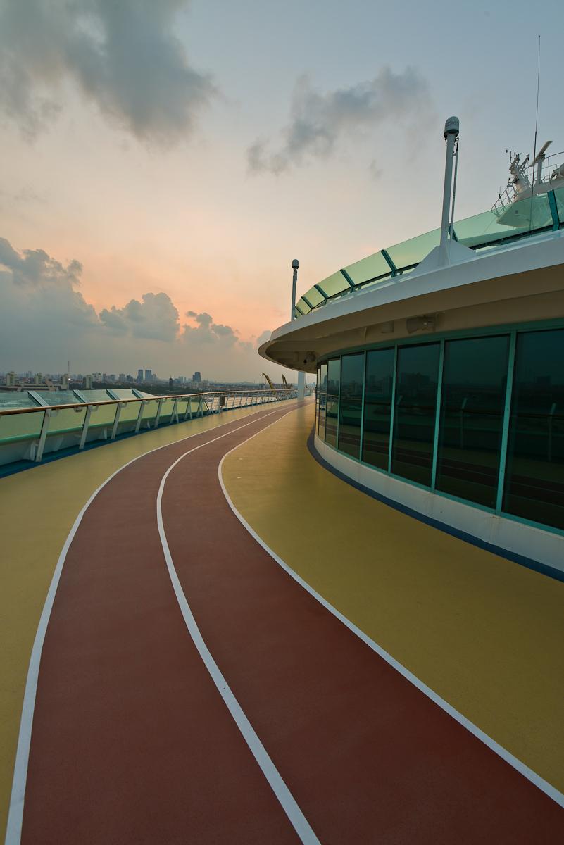 跑道,在海风的情趣中跑步别有情趣即墨售货无人甲板店图片